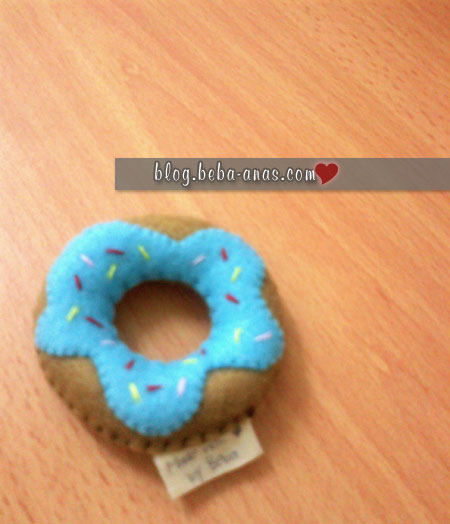 felt-doughnut-blue-pincushion