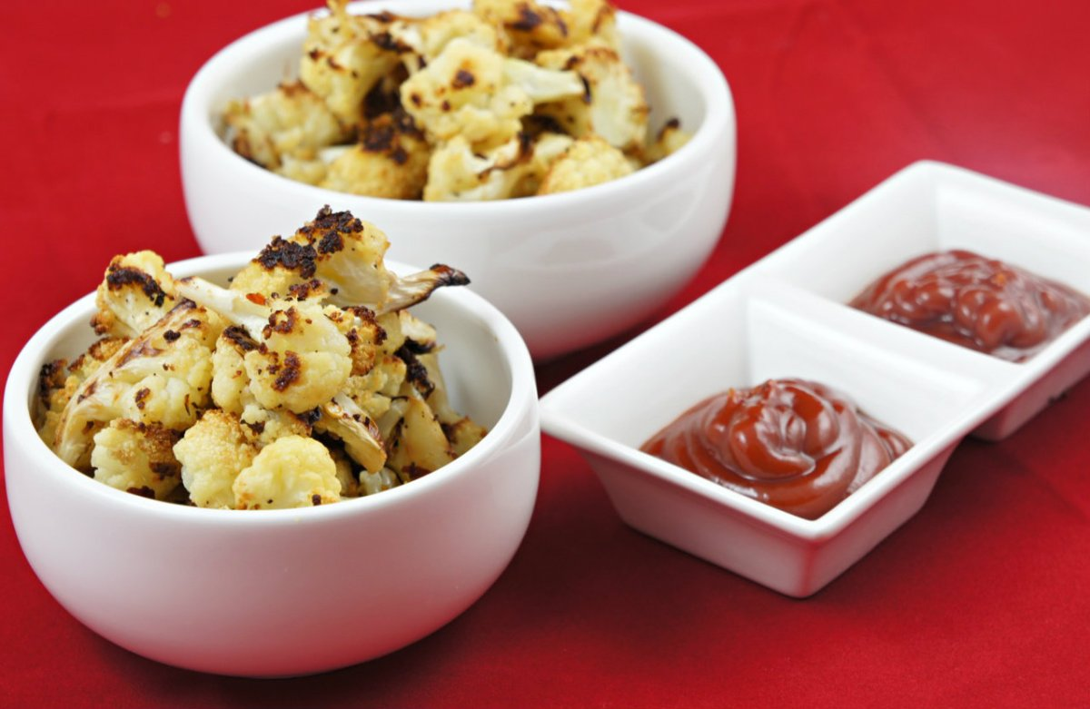Movie Night Snack: Baked Cauliflower 'Popcorn'