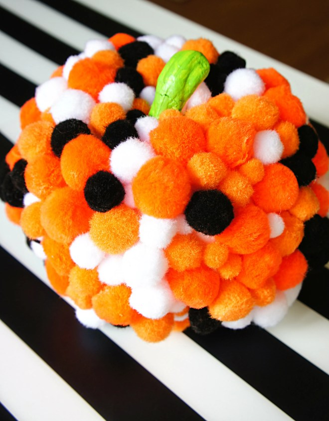 Easy Pom Pom pumpkin decorating crafts for tots and kids