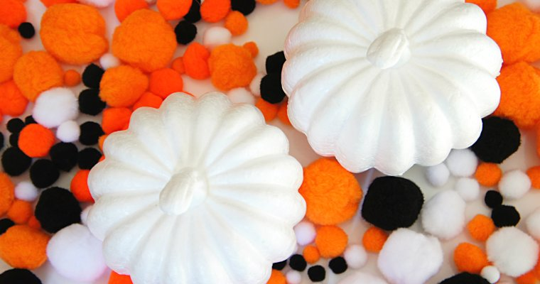 Easy Halloween Pom Pom Pumpkins
