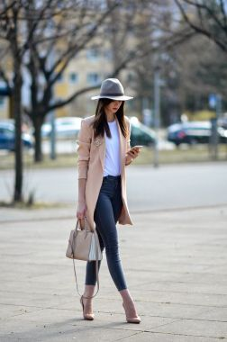 Casual Chic Women Outfits For Winter To Look Good 17