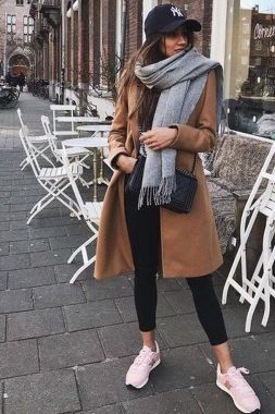 Casual Chic Women Outfits For Winter To Look Good 34