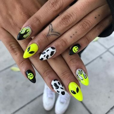 Pretty Acrylic Nails Ideas To Perfect Your Styles 16 2