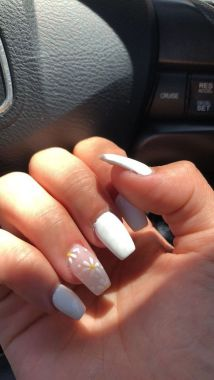 Pretty Acrylic Nails Ideas To Perfect Your Styles 27