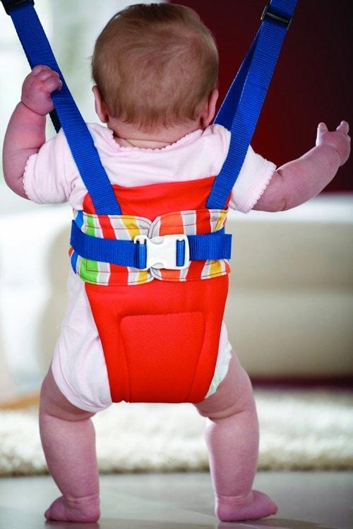 Los 10 productos más inútiles que puedes comprar para tu bebé: columpio elastico bebes