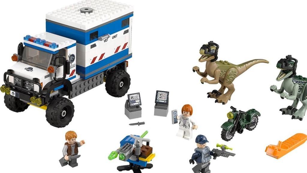 LEGO: Jurassic World, el videojuego para consolas y el playset más popular de LEGO