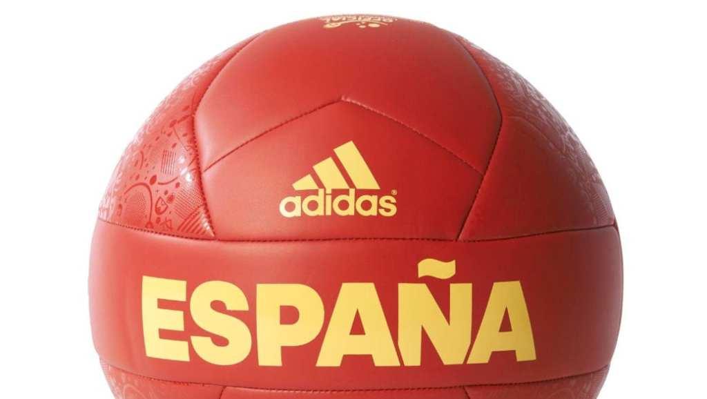 Tu hijo quiere celebrar la Eurocopa 2016 con la PS4, una camiseta, una bufanda y un balón