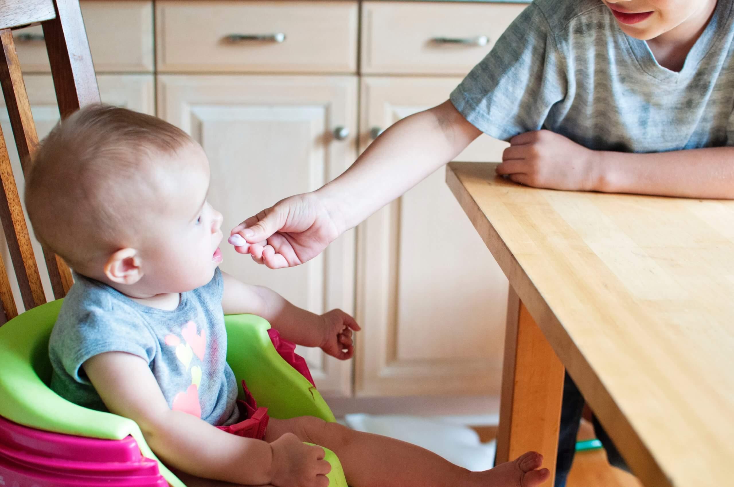 bebis-äter-gröt
