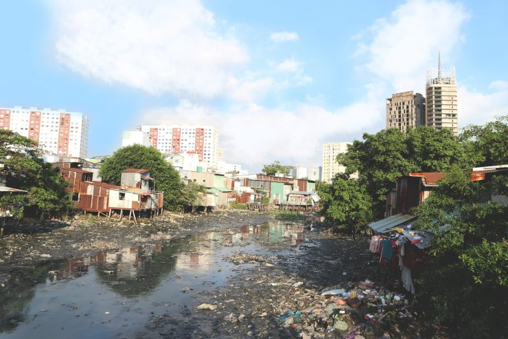 Image of litter and pollution in Vietnam. Photo by Anh Vy on Unsplash