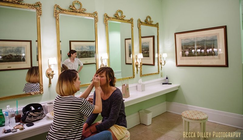 parlor bathroom at minneapolis club wedding