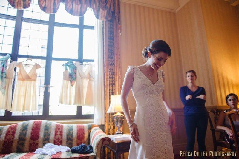 bride getting ready at minneapolis club wedding