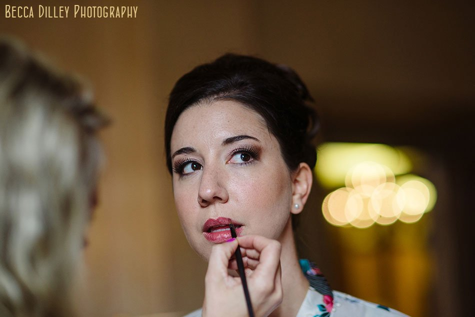 bride getting ready for Minneapolis club wedding