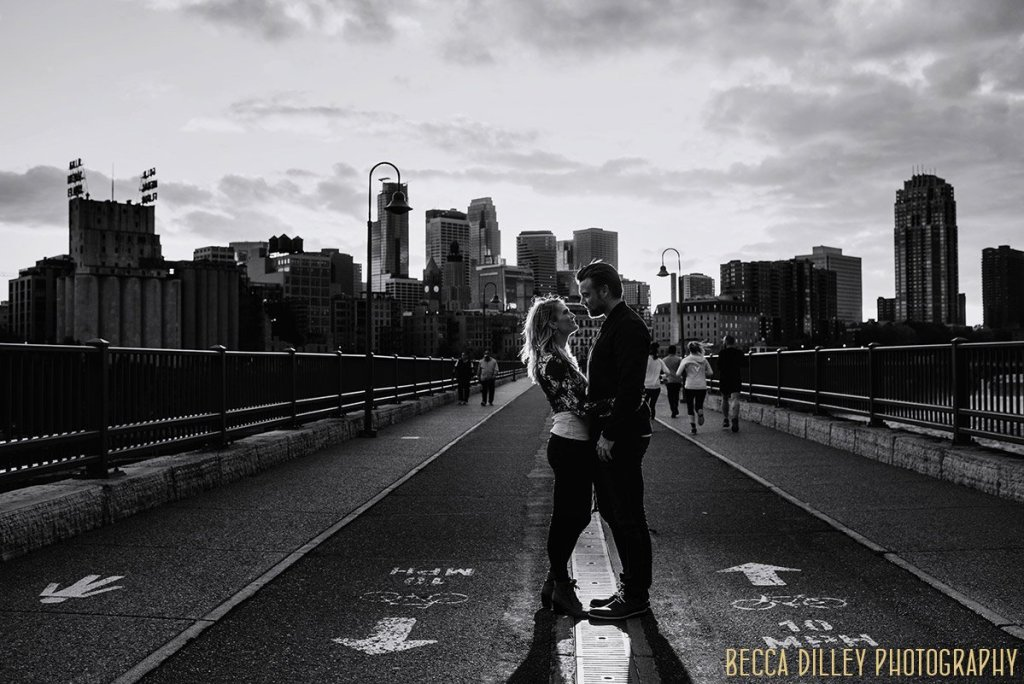engagement photo silhouette with minneapolis skyline