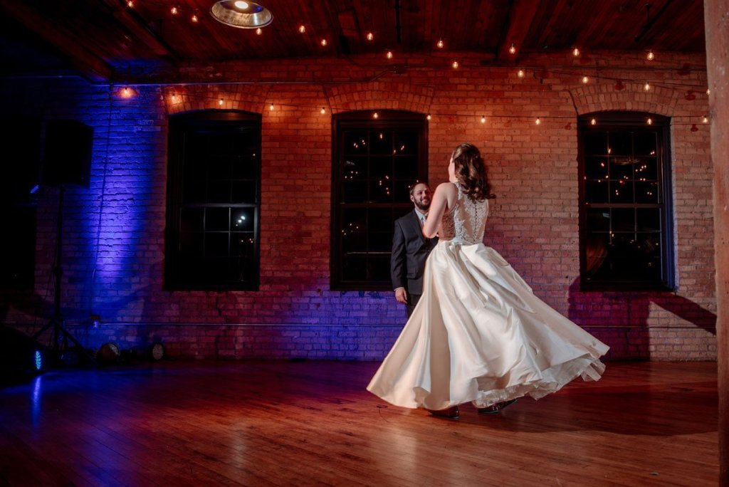 first dance at solar arts with couple