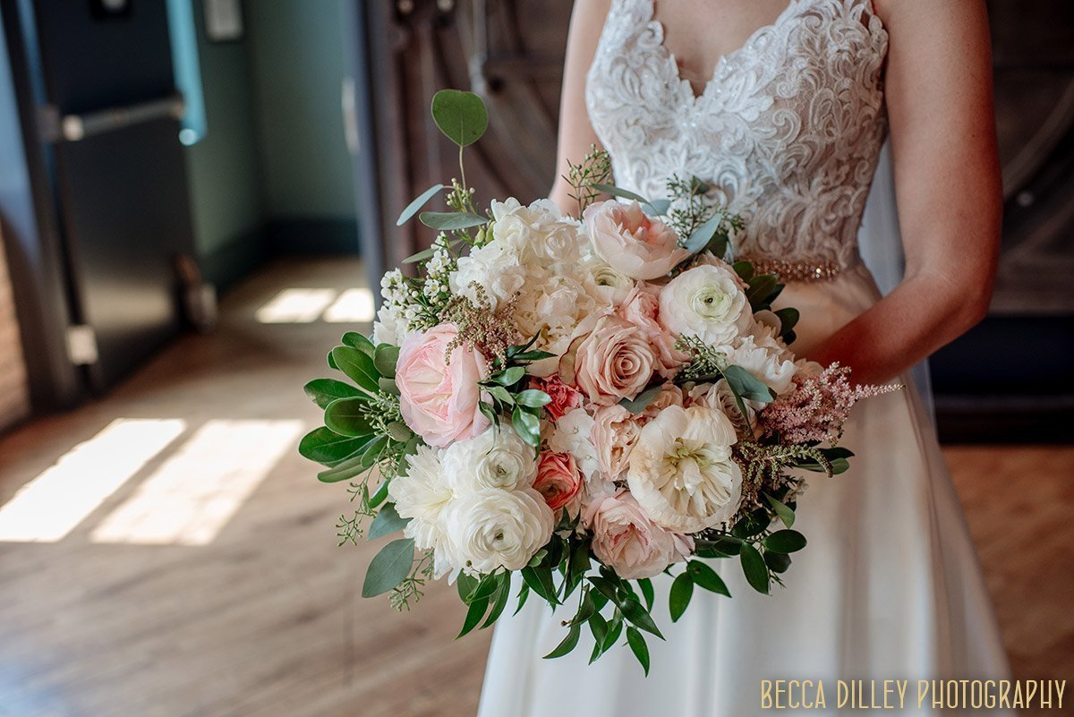 flowers by artemesia studios for solar arts wedding details in northeast minneapolis