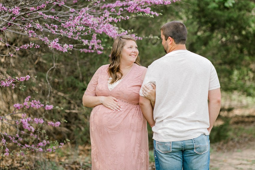 Sweet Spring Maternity Session (Euless, TX)| Becca Sue Photography - beccasuephotography.com