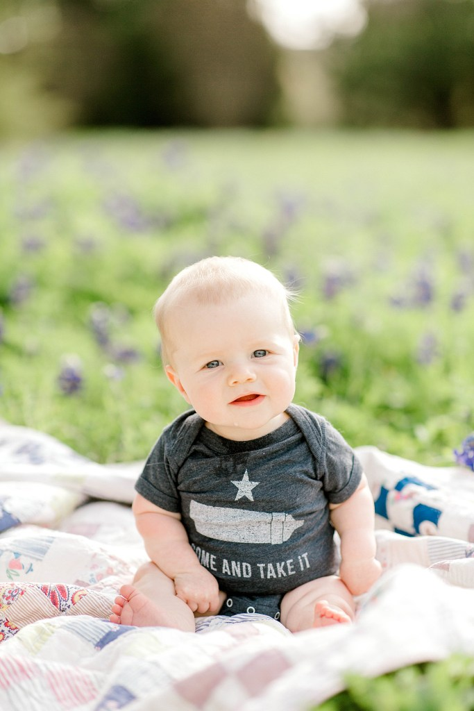 Spring Bluebonnet Sessions | Becca Sue Photography - beccasuephotography.com