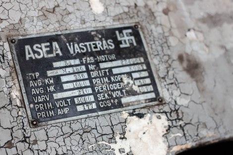 ASEA, som blev ABB, hade en inte helt fin symbol på sina små skyltar. Pappersbruket var fullt av gamla grejor från Västerås.