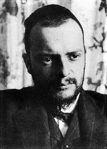 Paul Klee, photographed by Alexander Eliasberg (1911).