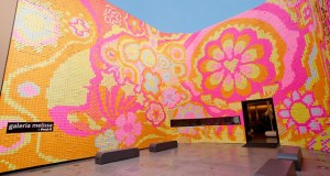Artists decorated the Melissa Gallery in Portugal with this design using 350,000 Post-it notes.