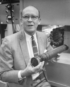 Willard Libby (1908-1980).