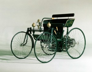 The four-wheeled Daimler Stahlradwagen.