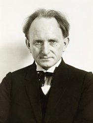 A 1925 self portrait of August Sander.