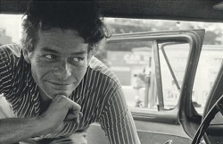 A 1968 photograph of Garry Winogrand by Judy Winogrand.