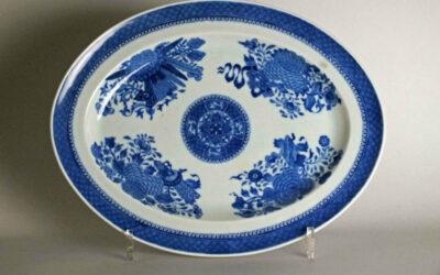 A CHINESE BLUE AND WHITE PORCELAIN DISH, LATE 18TH CENTURY