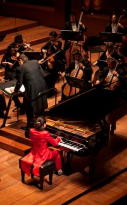 Jasminka Stancul and the Orquesta Filarmónica de Bogotá © Juan Ruy Castaño
