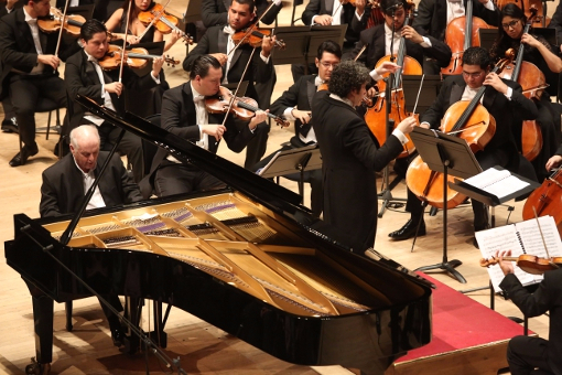 Daniel Barenboim and Gustavo Dudamel at the RFH © Belinda Lawley