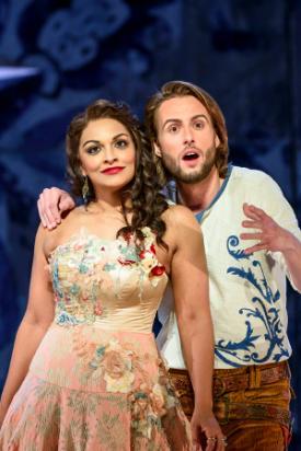 Danielle de Niese (Rosina) and Björn Bürger (Figaro) © Bill Cooper