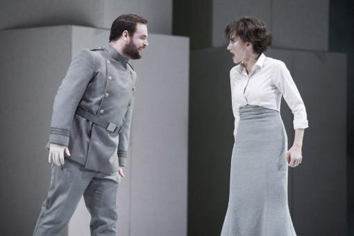 Paul Appleby (Bénédict) and Stéphanie d'Oustrac (Béatrice) © Richard Hubert Smith