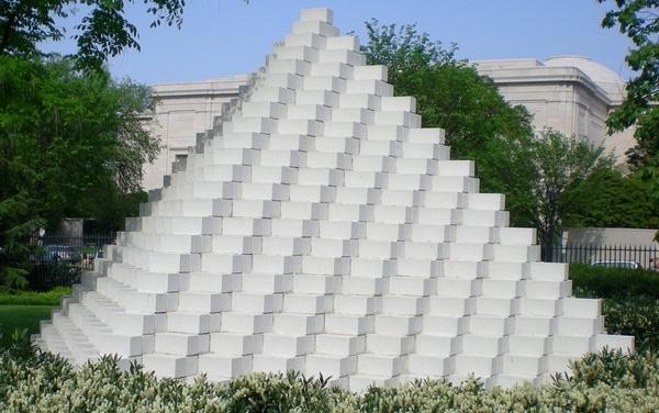 A four-sided pyramid