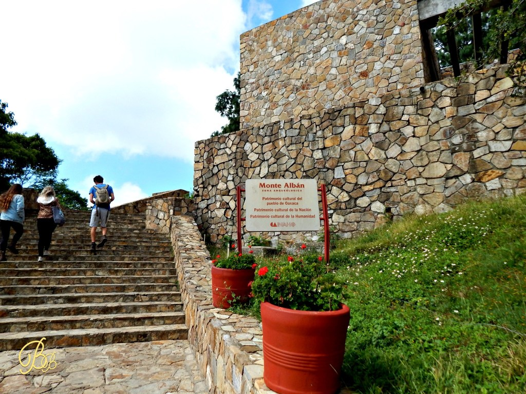 Monte Alban sign