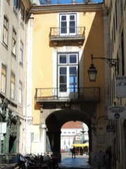 Rossio through the arch
