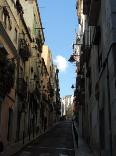 Even in Lisboa the roads are narrow
