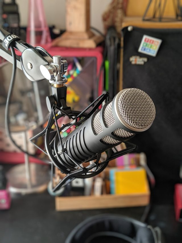 This image has an empty alt attribute; its file name is becky-stern-rode-procaster-microphone-setup-rotated.jpg