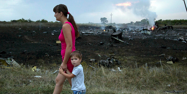 mh17passersby_620x310
