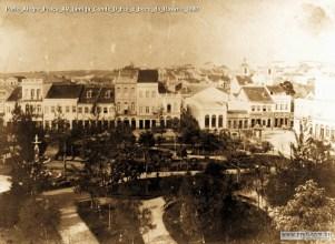 Praça XV com entrada do Beco do Rosário ao fundo, ca. 1880. Fonte: www.prati.com.br