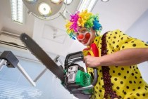 an example of a bizarre delusion--a clown as a dentist using a chain saw to extract teeth.