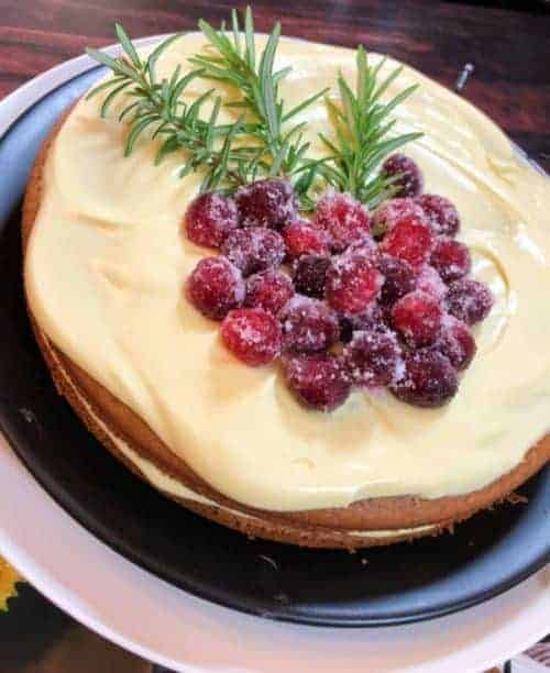 Gingerbread cake with sugared cranberries in the centre