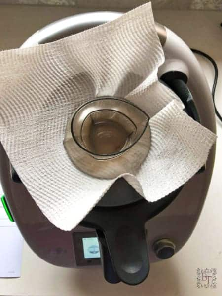 An image of a Thermomix with paper towel between the MC and lid