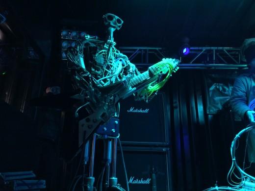 Fingers on guitar (Photo: Daniel Maurer)