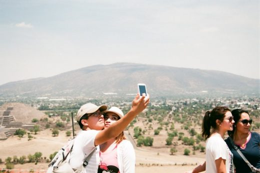Andrew Gori & Ambre Kelly, Couple – Teotihuacan, Mexico, 2014 © Andrew Gori & Ambre Kelly (image via NY Artists Equity Association)