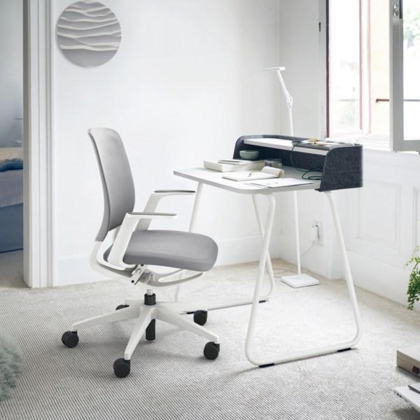 Siège de télétravail confortable et design, idéal pour la maison.