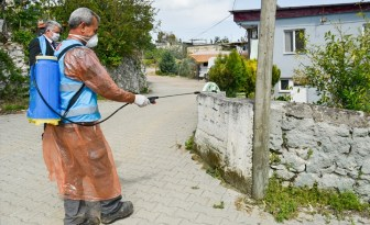 Din görevlileri koronavirüse karşı mahalleleri dezenfekte ediyor
