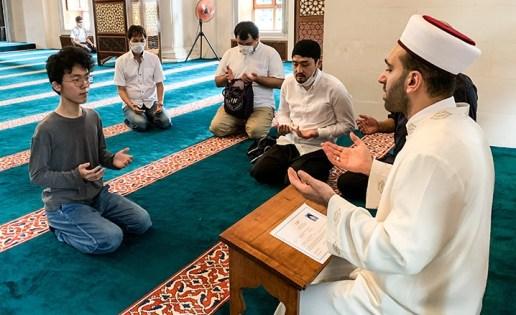İslamın iyilik ve merhamet kavramlarından etkilenen 16 yaşındaki Japonyalı genç, Müslüman oldu