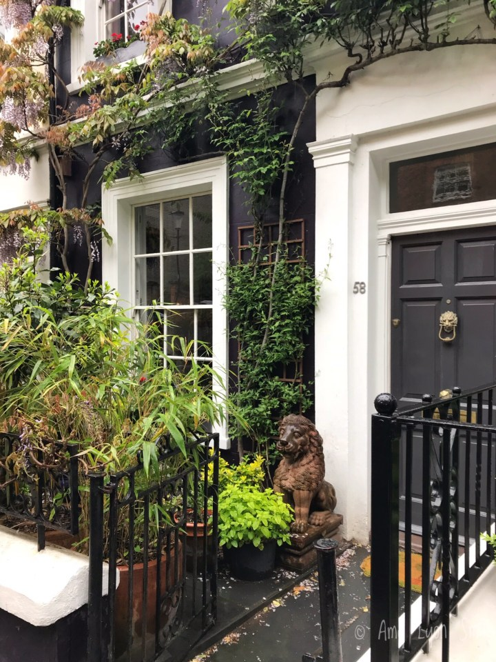 London is filled with treasures. Check out these Instagram worthy spots on Portobello Road in Notting Hill.