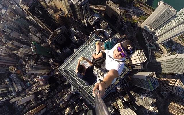 Top 10 best Selfie Sticks For Taking Wonderful Selfies (2015)